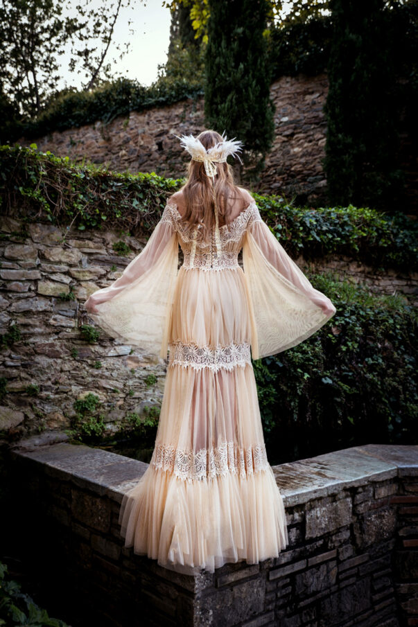 Celia Dragouni Feather Amazona wedding dress