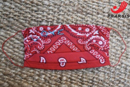 Celia Dragouni The Red Love Bandana Mask